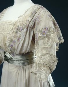 Reception dress by Worth, Paris, 1900-10, at the Palais Galliera
