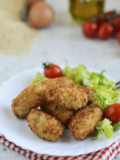 Croquetas de setas y foie Cooking Recipes, Healthy Recipes, Sweet Recipes, Food Porn, Brunch, Food And Drink, Yummy Food, Nutrition, Stuffed Peppers