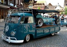 Volkswagen Bus with vintage racing car Volkswagen Transporter, Volkswagen Bus, Vw T1 Camper, Vw Caravan, Lego Camper, Campers, Vw Vintage, Vintage Racing, Vw Cars