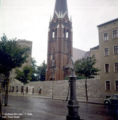 Berliner-Mauer 1961 Berlin Bernauer Straße DDR Deutschland Germany Mitte Pumpe Versöhnungskirche Wasserpumpe medienarchiv.com fotos