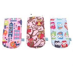 Niedliche Handytäschchen mit ansprechenden Motiven für Kids und Teenis, schützen Mobiltelefone unterwegs.   Das Set beinhaltet 3 unterschiedliche Motive.   Maße: ca. 8 cm x 13,5 cm Material: Baumwolle, doppelter Stoff