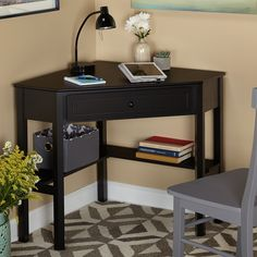 Provide tight living spaces with a productive workspace with thiscorner computer desk. This sleek desk incorporates a perfect amountof usable space to studio apartments, playrooms or even small homeof