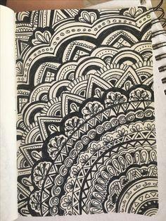 Mandala drawing with marker Doodle Art Drawing, Zentangle Drawings, Mandala Drawing, Doddle Art, Trippy Drawings, Mandala Art Lesson, Doodle Art Designs, Tangle Art, Sharpie Art