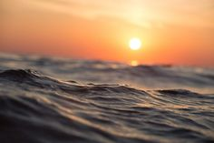 Imagem gratis no Pixabay - Ondas, Sunrise, Oceano, Mar Sunset Pictures, Beach Pictures, Pictures Images, Free Pictures, Sunset Images, Random Pictures, Ocean Day, Ocean Sunset, Summer Sunset