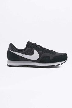 Urban Outfitters - Nike Air Pegasus 83 Black Trainers