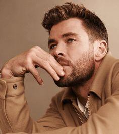 Chris Hemsworth Kids, Hemsworth Brothers, Hugo Boss, Mixed Kids Hairstyles, Snowwhite And The Huntsman, Beard Look, Australian Actors, Man Thing Marvel, Curly Hair Men