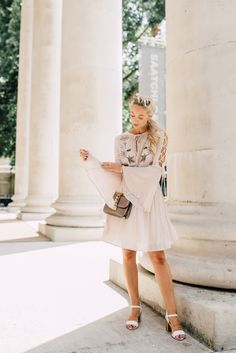 5 Ways To Adapt Your Summer Wardrobe to Autumn's Key Trends (Fashion Mumblr) Fashion Mumblr, Autumn Fashion, Fashion Dresses, Fashion Trends, Pink Outfits, Dress Outfits, Street Style Summer, Effortless Chic, Spring Looks