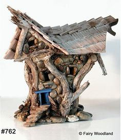 Fantasy Fairy Houses Fantasy Fairy Houses: Ziehe mit Fairy Woodland Homes ein Garten-Sprite an Fairy Tree Houses, Fairy Village, Fairy Land, Fairy Tales, Forest Fairy, Fairy Crafts, Fairy Furniture, Furniture Ideas, Gnome House