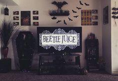 gothic home decor Home spook home. Beatle Juice, Gothic Room, Gothic House, Goth Home Decor, Creepy Home Decor, Gypsy Decor, Spooky Decor, Horror Room, Estilo Tim Burton