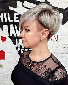 2020 Hair Trends For Women pictures and tips today will be shared with you. You should know that 2020 hair color trends and will shape the fashion stages these year. And there are amazing hair Popular Hairstyles, Short Hairstyles For Women, Trendy Hairstyles, Pixie Bob Hairstyles, Pixie Haircut, Messy Short Hair, Hair Again, Hairstyle Look, Silver Hair