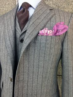 DARROW DALE D-15 70150 WOOL 100% _- A brown tie yes but one that has a mix of the rose - pink of the the PS