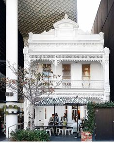 Don't you love when modern day establishments come together with old buildings? The white paint of this Victorian terrace will pop out at… Melbourne Cafe, Albert Park, Corner Pergola, Pergola Canopy, Victorian Terrace, Air B And B, Pergola Lighting, Victorian Architecture, Patio Roof