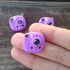 Today I have these Purple Polaroid Camera Charm! These 3 are absolutely adorable☺️ I watched at tutorial! And fell in ❤️ with it and had to make it! Hope you guys like it Fimo Kawaii, Polymer Clay Kawaii, Polymer Clay Charms, Polymer Clay Art, Polymer Clay Jewelry, Clay Earrings, Polymer Clay Miniatures, Polymer Clay Projects, Polymer Clay Creations