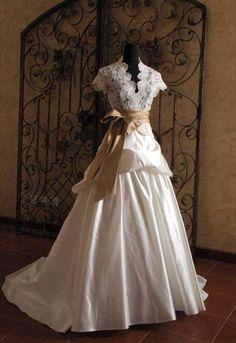 Victorian wedding dress, holy prettiness batman!