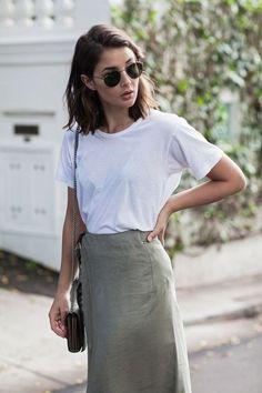 Spring trends | Casual white t-shirt, neutral skirt, handbag
