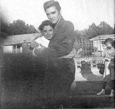 Elvis Presley is pictured with a female fan outside his home at 1034 Audubon Drive in Memphis; TN on Friday, September 28, 1956. (Thanx to Elvis expert and author Brian Petersen for the correct date.) Also seee these photos: https://www.pinterest.de/pin/380906080977314087/ and https://www.pinterest.de/pin/380906080977313979/ and https://www.pinterest.de/pin/380906080977313939/