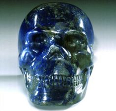This lapis lazuli skull was discovered in 1995 in the area of the Amazon rain forest by a north Peruvian Inka tribe. Tuki, the spritual leader of the tribe, told how they had placed the skull in a cave to cleanse it before handing it over. They were convinced that the skull would be of more benefit to them if they gave it to Joky.