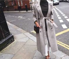 long-trench-coat-in-neutrals- Fashion forward outfits to wear this fall