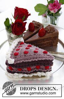 """DROPS Valentinstag: Gehäkeltes DROPS Kuchenstück aus """"Muskat"""" mit Beeren und Sahne. ~ DROPS Design"""