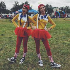 23 Best Friend Halloween Costumes 2017 - Genius Group and Couples Halloween Costumes Halloween Costumes For Bffs, Best Friend Halloween Costumes, Halloween Kostüm, Couple Halloween, Diy Costumes, Costume Ideas, Family Costumes, Group Costumes, Halloween Makeup
