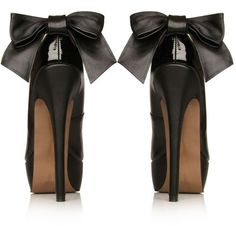 Black Pumps with Bow