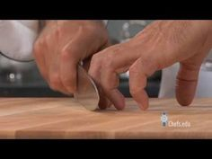 Proper Way to Hold a Knife - YouTube #lecordonbleu #lcb