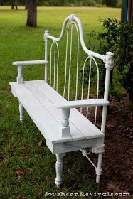 Southern Revivals: DIY Repurposed Metal Headboard Bench Metal Beds, Metal And Wood Bench, Metal Bed Frames, Old Bed Frames, Diy Furniture, Furniture Projects, Family Furniture, House Furniture, Recycled Furniture