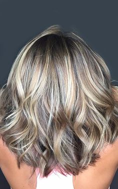 The ultimate winter and fall hair color trends guide! Complete with hair color ideas for brunettes, blondes and more - Fall Hair Color Formula Ebook included! Fall Winter Hair Color, Fall Hair Colors, Winter Blonde Hair, Blonde Hair Trends Fall 2018, Grey Hair Colors, Funky Hair Colors, Hair Color Balayage, Blonde Color, Ombre Highlights