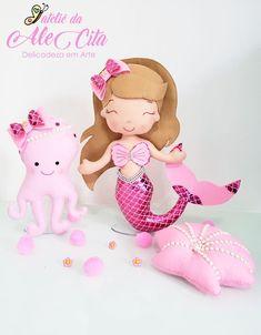 SALVE AQUI GRATUITAMENTE MOLDES DE SEREIAS DE FELTRO!  #ArtesanatoCriativo #Feltro #ArteemFeltro #Sereias Art Of Charm, Baby Alive, Felt Toys, Felt Crafts, Ariel, Sewing Projects, Mermaid, Teddy Bear, Baby Shower