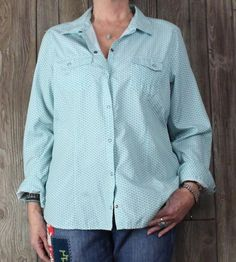 Nice LL Bean XL size Blouse Teal Blue White Snap Womens Lightweight Outdoor Top