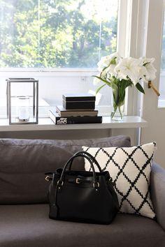 Homevialaura | Lauren Ralph Lauren bag  | livingroom