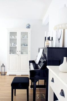 A piano, a piano .-Ein Klavier, ein Klavier… A piano, a piano … more - Piano Room Decor, Dining Room Hutch, Living Spaces, Living Room, Diy Kitchen Storage, Dream Rooms, House Rooms, Decoration, Home Furniture