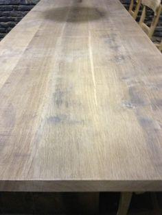 Grote zware tafel van gerookt eikenhout. Frans eiken tafel te koop. Mooie tafel van gebakken eiken, Grote tafel van eikenhout, Op maat gemaakte eiken tafel