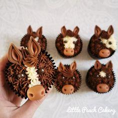 Horse / Pony Cupcakes – Little Peach Cakery Animal Cupcakes, Cupcake Cookies, Horse Cupcake, Horse Cake Pops, Fondant Horse, First Communion Cakes, Horse Birthday Parties, Paris Cakes, Little Peach