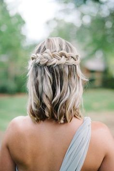 57 Unique Wedding Hairstyles For Different Necklines Short Wedding Hair Inspiration for Jenny Buckland Hair and Make up Unique Wedding Hairstyles, Trendy Hairstyles, Braid Hairstyles, Short Hair Bridesmaid Hairstyles, Short Haircuts, Prom Hairstyles For Medium Hair, Bridesmaid Hairstyles Half Up Half Down, Bridesmaid Hair Half Up Medium, Hairstyles 2018