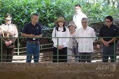img_279081e8d0e57e669cd9869818f5a69f219061.jpg (500×334)【12月8日 AFP】秋篠宮(Prince Akishino)ご夫妻の長女眞子さま(Princess Mako)は7日、公式訪問先の中米ホンジュラスで、首都テグシガルパ(Tegucigalpa)から約400キロ北西にある古代マヤ文明のコパン遺跡(Copan Ruins)を視察された。また同日、現地博物館の完成式典にも出席されている。   6日にホンジュラスに到着した眞子さまは、同日中にコパンへと向かい、博物館で彫刻などを見学された。   眞子さまは、日本との友好関係の発展を目的にホンジュラスを5日間の日程で公式訪問されている