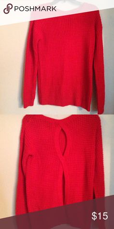 Sweater Super cute with cut-outs in the back. Perfect with leggings. No pulls or imperfections. Excellent condition Sweaters