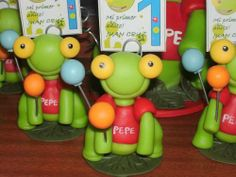 Souvenirs Sapo Pepe Con Globos, En Porcelana Fria!!