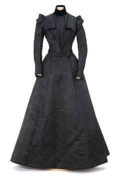 Brocaded black satin and velvet dress 1900-1909