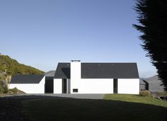 House at Goleen / Niall McLaughlin Architects modern barn Minimal Architecture, Residential Architecture, Architecture Design, House Extension Ireland, Rural House, Ireland Homes, Modern Barn, Architect House, House Extensions