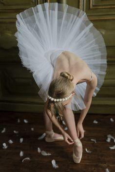 Eternal Love - The 'Swan Lake Ballet' Inspired Styled Shoot Feather Wedding Gowns, Tutu Wedding Dresses, Wedding Hijab, Peacock Wedding, Wedding Bride, Wedding Ceremony, Ballerina Kunst, Ballerina Dancing, Ballet Art