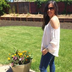 Cold Shoulder + Skinnies | how to style a cold shoulder style | spring style | spring fashion | styling for spring and summer | warm weather fashion | style ideas for spring | fashion tips for spring || The Flexman Flat