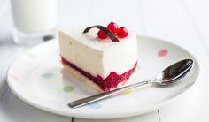 Leichte Low Carb Joghurt-Torte mit Beeren