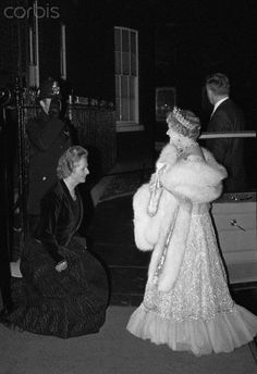 Prime Minister Margaret Thatcher curtsying to Queen Elizabeth The Queen Mother at 10 Downing Street. Duchess Of York, Duke And Duchess, The Iron Lady, Royal Queen, Queen Mother, George Vi, Royal House, Margaret Thatcher, British Monarchy