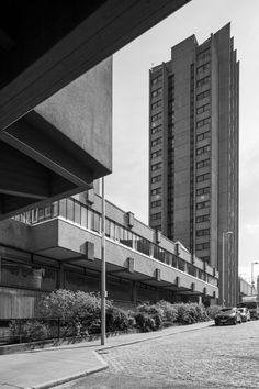 Priory Hall Block G, Coventry, City Architect's Office under City Architect Arthur Photo: Simon Phipps British Architecture, Architecture Design, Coventry City, Architecture Visualization, Brutalist, Skyscraper, Multi Story Building, Urban, Modernism