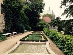 Ochsenbastei | Altstadt Ochsenbastei und Nikolaizwinger in den Resten der mittelalterlichen Befestigungsmauern sind grüne Inseln inmitten der Altstadt #goerlitz #zgorzelec