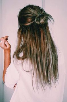 half up = cute and casual Style Long Hair, Hair Styles For Long Hair For School, Half Up Long Hair, Half Hair Bun, Long Hair Casual Updo, Messy Bun Hairstyles, Simple Hairstyles For School, Buns For Long Hair, Hair Ideas For School