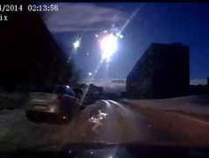 Russia, esplode un meteorite nei cieli della città di Murmansk - il VIDEO spettacolare. In rete è stato postato un video nel quale, con incredibile nitidezza, si vede arrivare a tutta velocità, come un lampo accecante nella notte, un corpo che emette un fortissimo bagliore creando paura e disorientamento nelle persone.