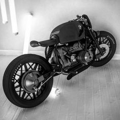 """dopemagco: """"BMW Concept by an artist / builder that goes by Ziggy Moto """" Bmw Cafe Racer, Cafe Racers, Inazuma Cafe Racer, Cafe Racer Helmet, Moto Cafe, Cafe Racer Girl, Cafe Bike, Custom Cafe Racer, Bike Bmw"""