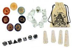 In diesem Sortiment bieten wir Ihnen unsere neuen Chakra Stein Sets verpackt in einem schönen Beutel an. Sie haben die Auswahl zwischen Chakra Steinen, Feng Shui Quarz und Geometrischen Sieben Stücken in Krystall oder schwarzem Achat.